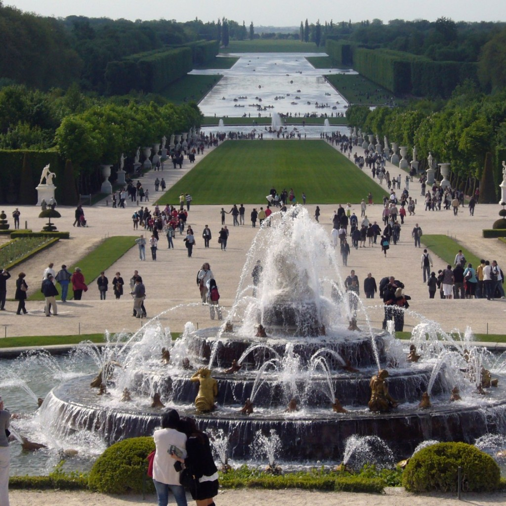 Palace_of_Versailles_fountain