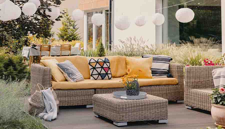 comfortable-patio-backyard-amrilio